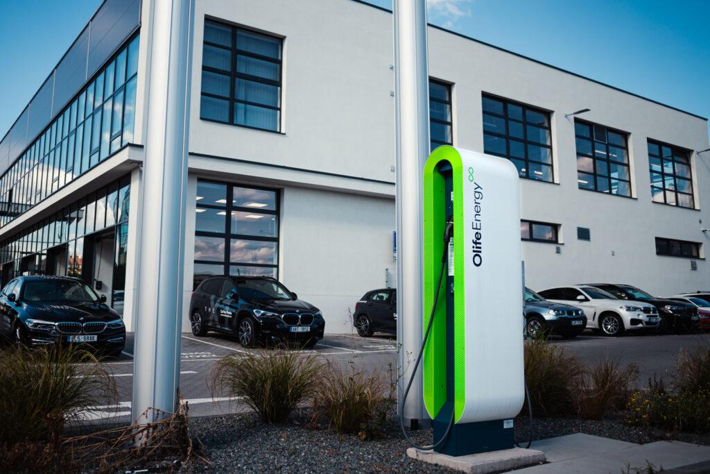 Nabíjecí stanice OlifeEnergy u dealera BMW CarTec.